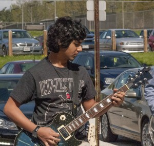 Praharsh Jani soloing on his guitar at the Spring Lunch Jam.