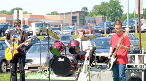 Guitar Students Kick Off Summer with Lunch Jam