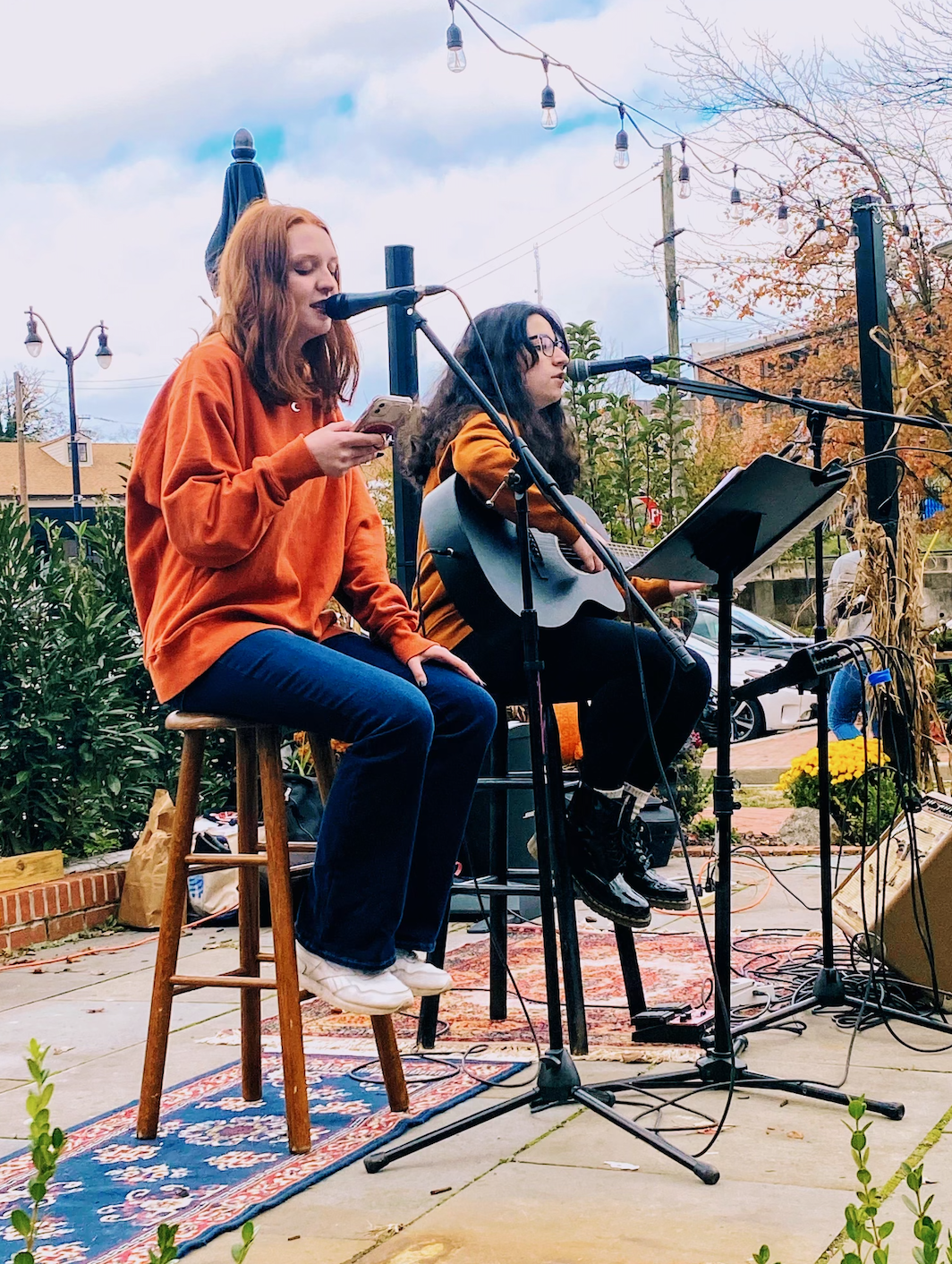 Wilde Lake seniors Shelby Kline (left) and Shanna Kachuriner (right) performing together at an outdoor cafe on October 31, 2020. (Photo taken by Sarah Rubin)
