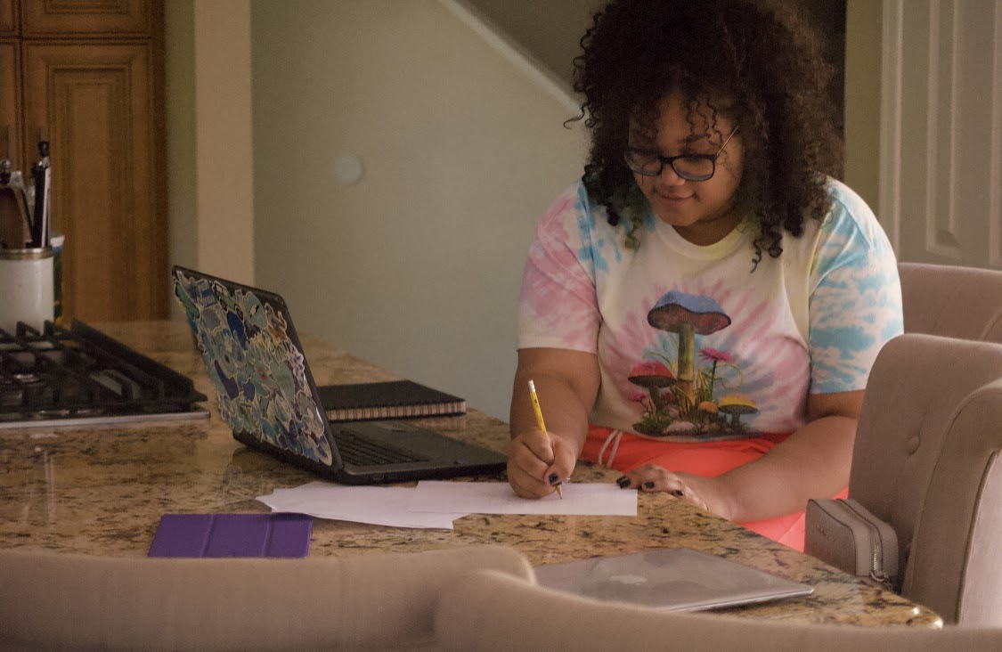 Payton Roberts, sophomore, catching up on biology work. (Photo by Zoe MacDiarmid)